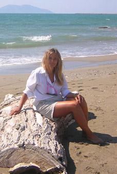 Patrizia Pozzi sulla spiaggia di Valona