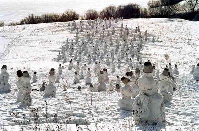 """Pupazzi di neve in cammino - da """"www.strangefunkidz.com"""""""