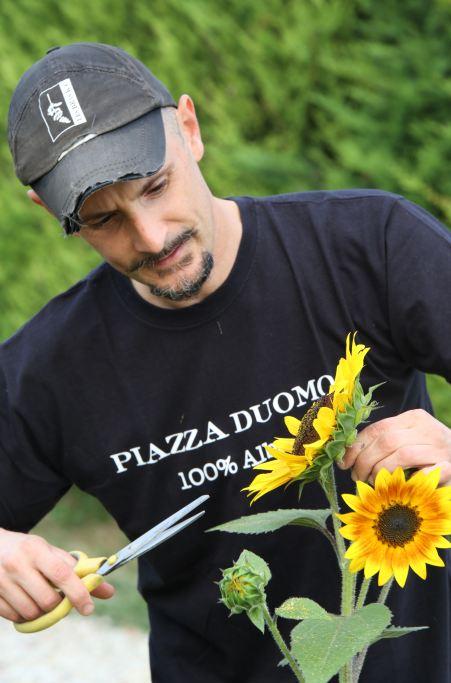 Enrico Costanza, il culinary gardener dell'orto del ristorante Piazza Duomo, Alba (foto Bruno Murialdo)