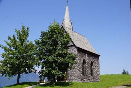 Sulle alture del Glungezer, a Tulfes, una cappella in scandole di cirmolo
