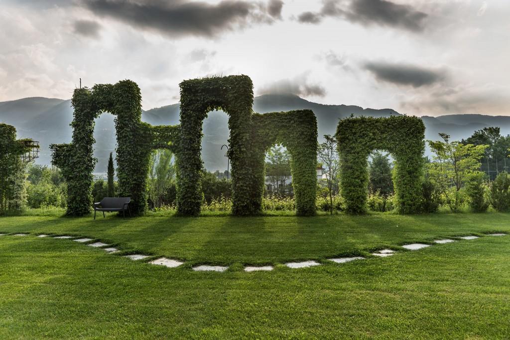 6) Un'installazione de I Sette Giardini della tenuta Kraenzelhof a Cermes (Bz)