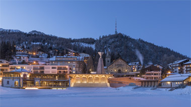 St. Moritz, in primo piano, il Kulm Country Club @Nigel Young