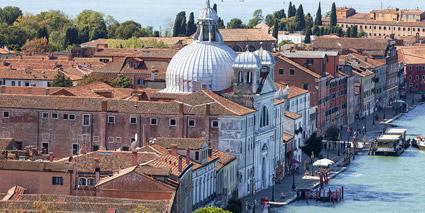 Al centro, il Bauer Palladio sull'isola della Giudecca, Venezia