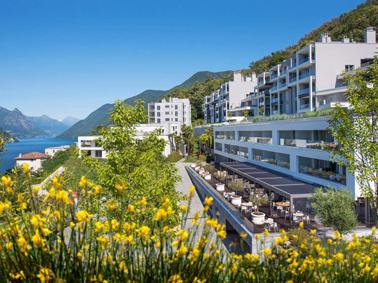 The View e l'attiguo residence sorgono su un terreno di 17.000 mq, circondato da 40.000 mq di bosco di proprieta?