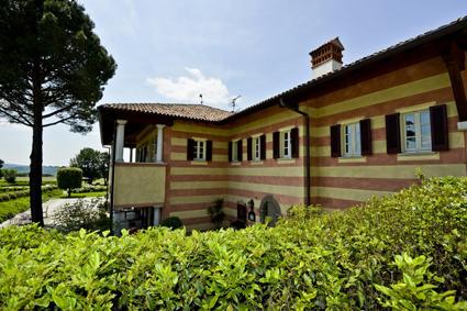 7) Una delle cascine ristrutturate del Borgo di Mustonate