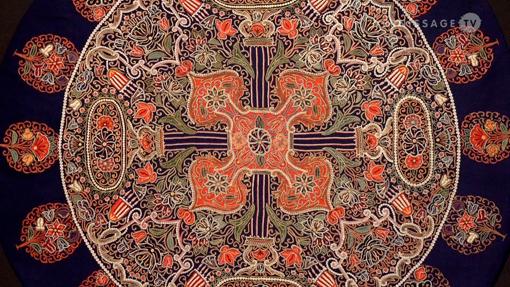 Dalla mostra Molto colorati. L'eleganza tessile a Teheran intorno al 1900, un tessuto ricamato a mano