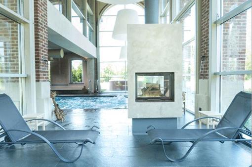 La piscina interna alla spa Nature di Cascina Caremma