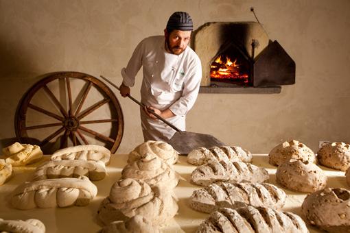 La Festa del pane con l'ampio forno a legna risalente al 1600