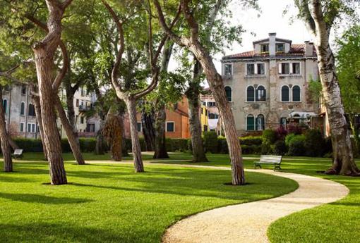 Giardino realizzato alla Biennale di Venezia da Luciano Giubbilei nel 2015.