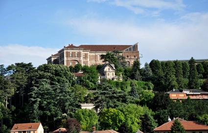 1)L'area di Borgo Nuovo, a Rivoli (To), dominata dal Castello di Rivoli, museo d'arte contemporanea.