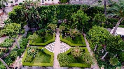 Il giardino attrezzato per un concerto (foto Max Koliberdin–Mila Tobolenko)