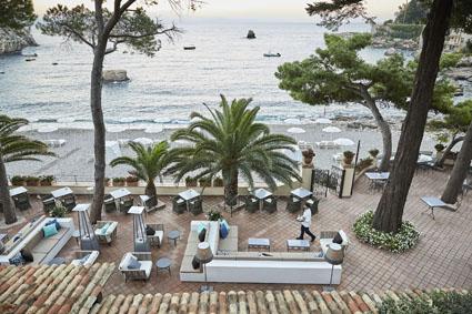La terrazza lounge bar del Belmont Villa Sant'Andrea