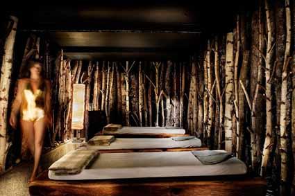 Decorata con una foresta di betulle, la spa Pure Altitude de Les fermes de Marie