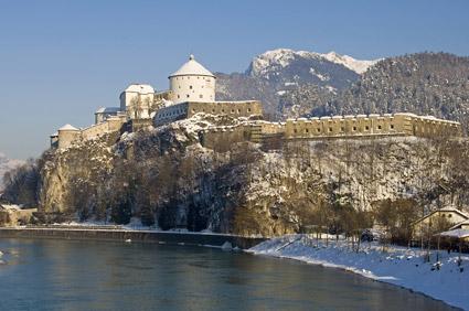 L'arena della fortezza di Kufstein, in Tirolo, ospita un mercatino natalizio (foto H. Osterauer)