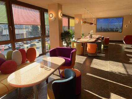 Omama social hotel Aosta, la lobby-bar