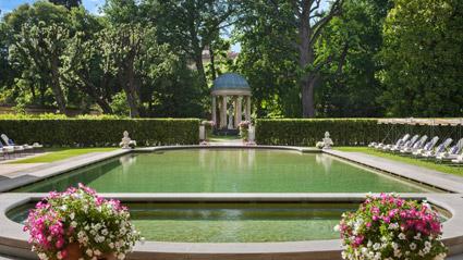 Four Sasons hotel Firenze, la piscina nel Giardino della Gherardesca