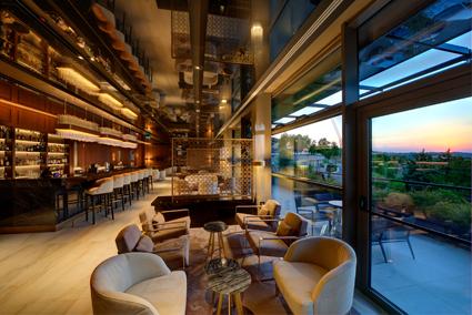 II lounge bar con terrazza esterna