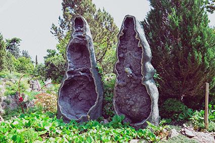 Due geodi di ametiste dellUruguay, altezza 4 m e 1.200 kg ciascuna