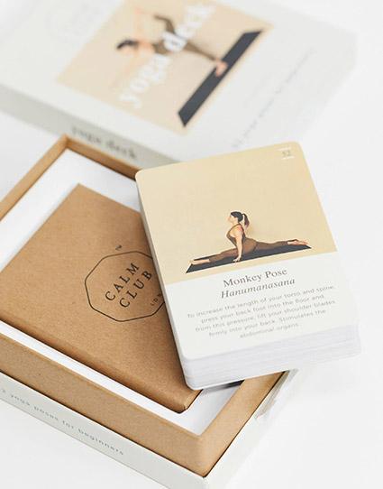 Calm Club Yoga Deck, carte con posizioni Ashtanga di Luckies of London