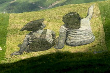 Saype, Les contrebandiers de l'amitie?, 2019, a Les Crosets, Val d'Illiez, 2.500 mq