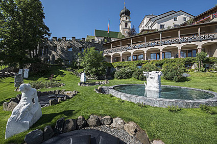 Romantik hotel Turm, le fontane del giardino