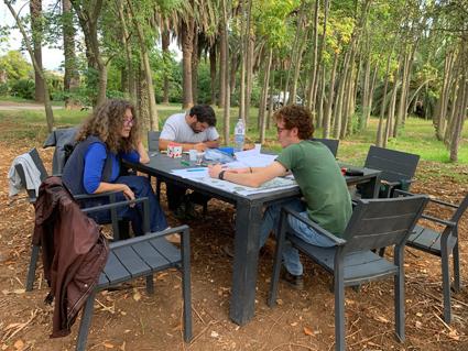 I lavori in progress per il labirinto edule nel Parco Villa Tasc