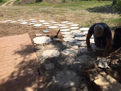 I lavori in progress per il labirinto edule nel Parco Villa Tasca