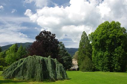 Parco di Levico Terme e, sullo sfondo, Il Grand hotel Imperial (archivio APT Valsugana)