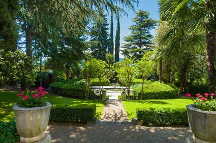 Villa Eden, l'accessso al laghetto della ninfee