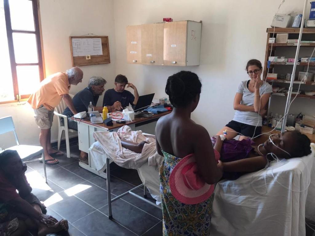 Michele Carraro, io e un medico di Modena che cerchiamo di capire cosa ha la paziente.