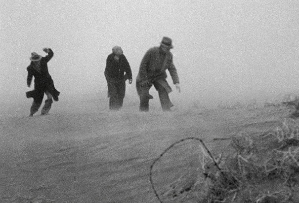 men-caught-in-dust-storm