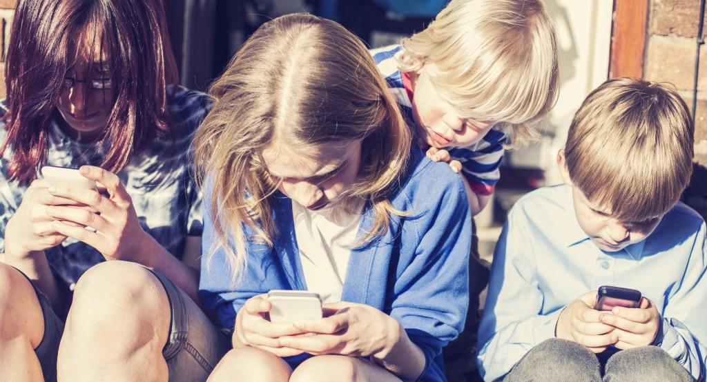 three-children-using-smartphones-2