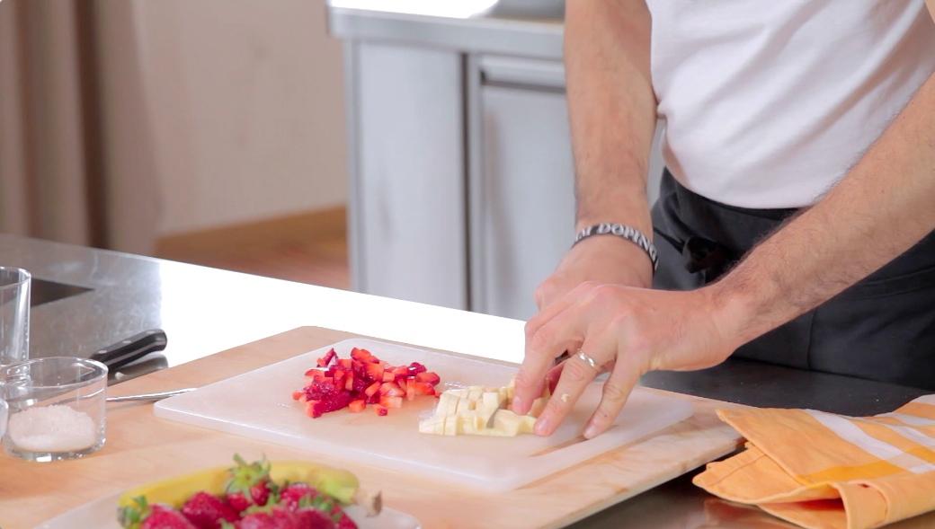 crema di fragole_tagliare la frutta