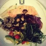 Branzino e salmone con farro e verdure miste