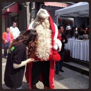 Babbo Natale alla fiera d'esposizione Eco design fair