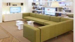 intesa_sanpaolo_banking_-new-branch-model-_-table-living-area-1900x1070