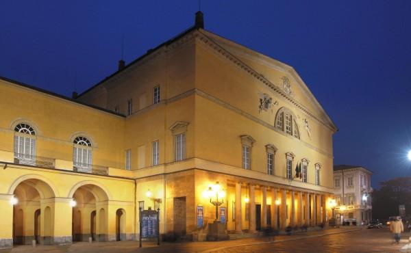 Teatro-Regio-di-Parma-notturna1-e1418376897923