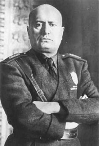 225px-Mussolini_mezzobusto