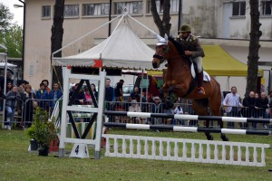 25_04_15 Concorso Ippico Lancieri di Novara - 25_04_15 Concorso Ippico Lancieri di Novara - il Serg Magg Socciarelli in campo Gara