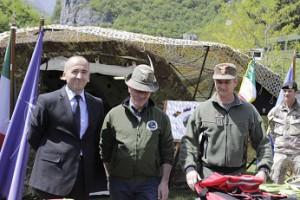 il sindaco della citta di Peja, il presidente della  sezioen ANA di Bergamo e il Col. Cavalli