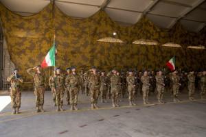 Bandiera di Guerra del 66 Reggimento a sx e Bandiera di Guerra del Rgt Lagunari a DX