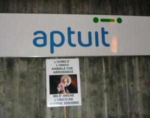 Il presidio di protesta davanti alla Aptuit richiede la liberazione di 32 beagle di recente importati dagli USA e destinati ai test