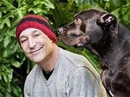 Sam Simon con uno dei suoi cani
