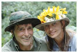 L'attore-attivista Chris DeRose e la moglie Cindy, sposi fra i gorilla di montagna
