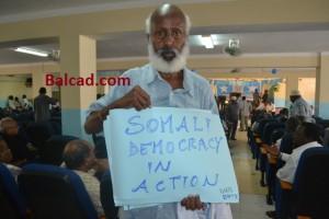 Un deputato somalo a sostegno del PM Abdiweli