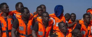 Migranti salvati lungo la rotta del Mediterraneo - Repubblica.it