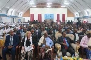 La Viceministra Del Re durante la cerimonia di consegna dei 131 diplomi di laurea affianco al Presidente della Repubblica Federale Somala Mohamed Abdullahi Mohamed Farmajo