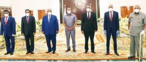 Foto da Caasimada dell'incontro a Gibuti del 14.6.2020 - Da sinistra il Presidente del Parlamento Federale somalo Mursal, il Presidente Mohamed A. Mohamed Farmajo, il Presidente del Gibuti Omar Gelle, Il Presidente etiope Abyi Ahmed, il Presidente del Somaliland Muse Bihi Abdi, Il Premier somalo Hassan Ali Khayre