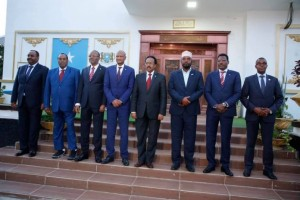 Il Presidente Formajo al centro affiancato dai Governatori degli Stati federati al termine dell'incontro di ieri sulla nuova legge elettorale