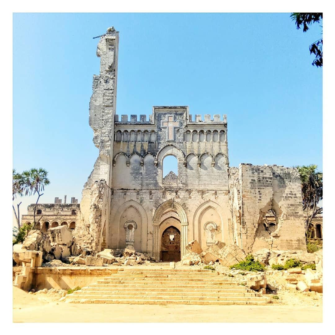 Le rovien della Cattedrale di Mogadiscio dopo la guerra civile